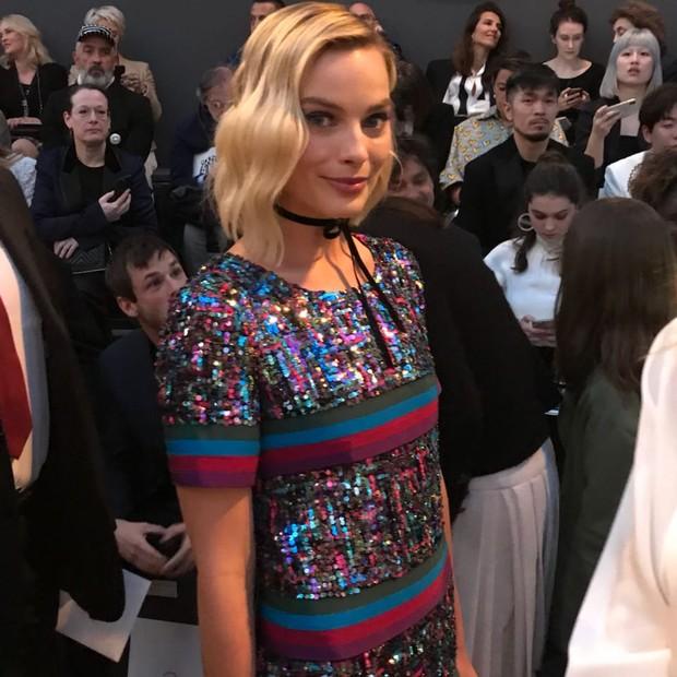 Margot Robbie também está lá (Foto: Laura Ancona)