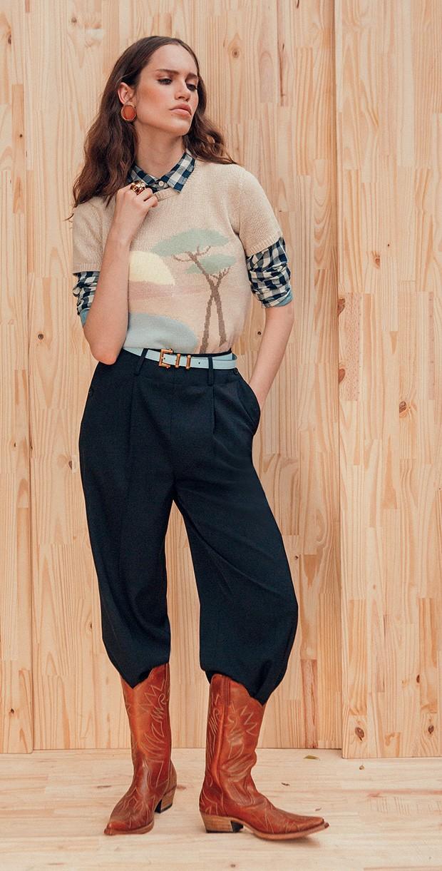 Blusa de tricô (r$ 1.450) e calça (r$ 5.760), ambas ralph Lauren, camisa xadrez Levi's (r$ 270), brincos Lool (r$ 368), cinto Versace (r$ 1.590), anel Cartier (r$ 45.780) e botas Waltão Boots (r$ 890) (Foto: Tauana Sofia)