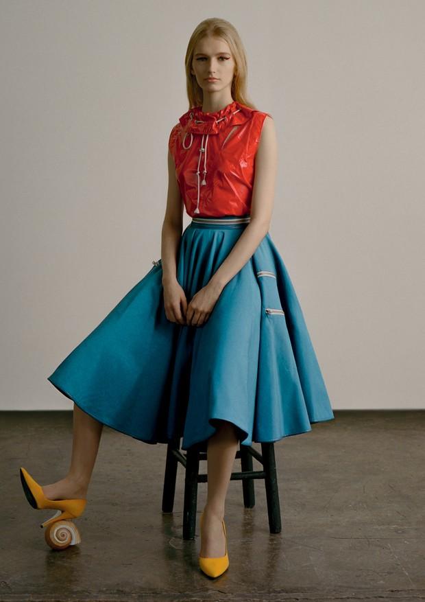 Top, saia e escarpins, tudo Calvin Klein (Foto: Zee Nunes)