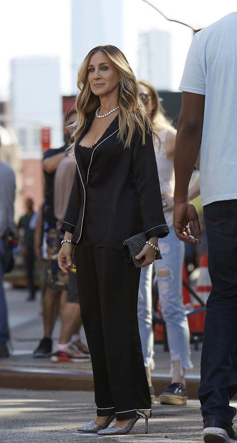 Sarah Jessica Parker escolheu uma versão de um look sleepwear com um sutiã balconette (Foto: Divulgação)