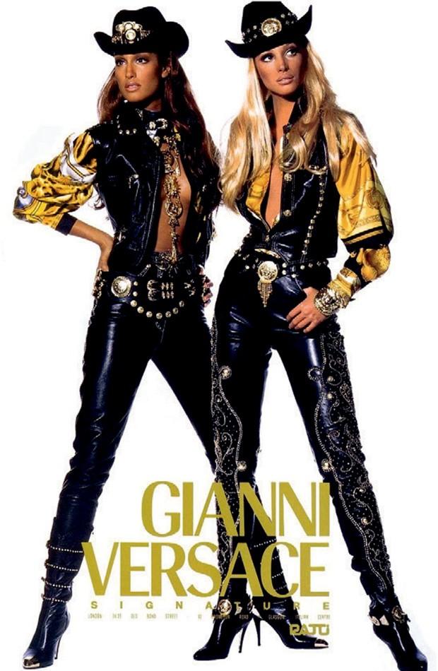 À direita, anúncio de 1992 de Gianni versace (Foto: Reprodução e Divulgação)